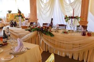 Оформление стола цветами, свадьба в Красном Кабачке